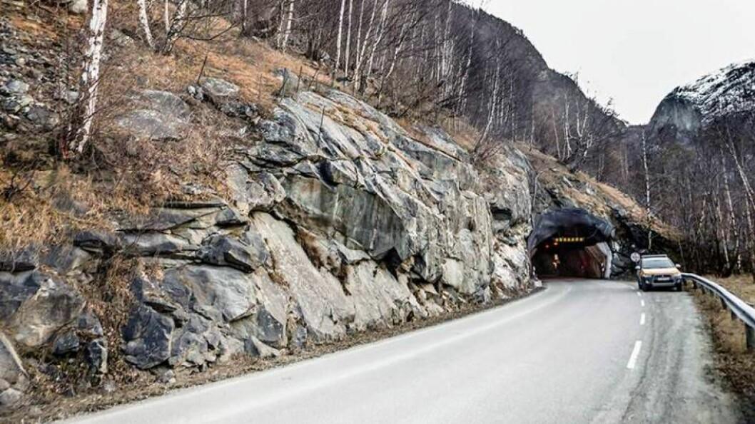 STENGDE VEGAR OG VENTING: Frå tidleg neste år må ein planlegga litt om ein skal køyra i Årdal.