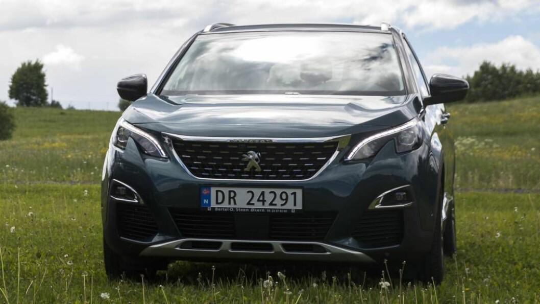LIK VESLEBROR: I fjor lanserte Peugeot den mindre SUV-en 3008, som har mange av dei same designtrekka som storebror 5008. FOTO: Berit Roald / NTB.