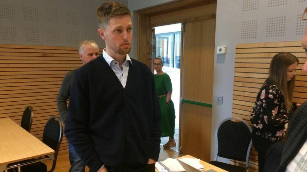 DÅRLEG DAG PÅ JOBB: Kommunestyrerepresentant Bjørn Sølsnes(Sp) frå Leikanger, var ikkje nøgd med skindebatten han opplevde det utarta seg til då BLS-kommunane heldt sitt siste felles kommunestyremøte torsdag.