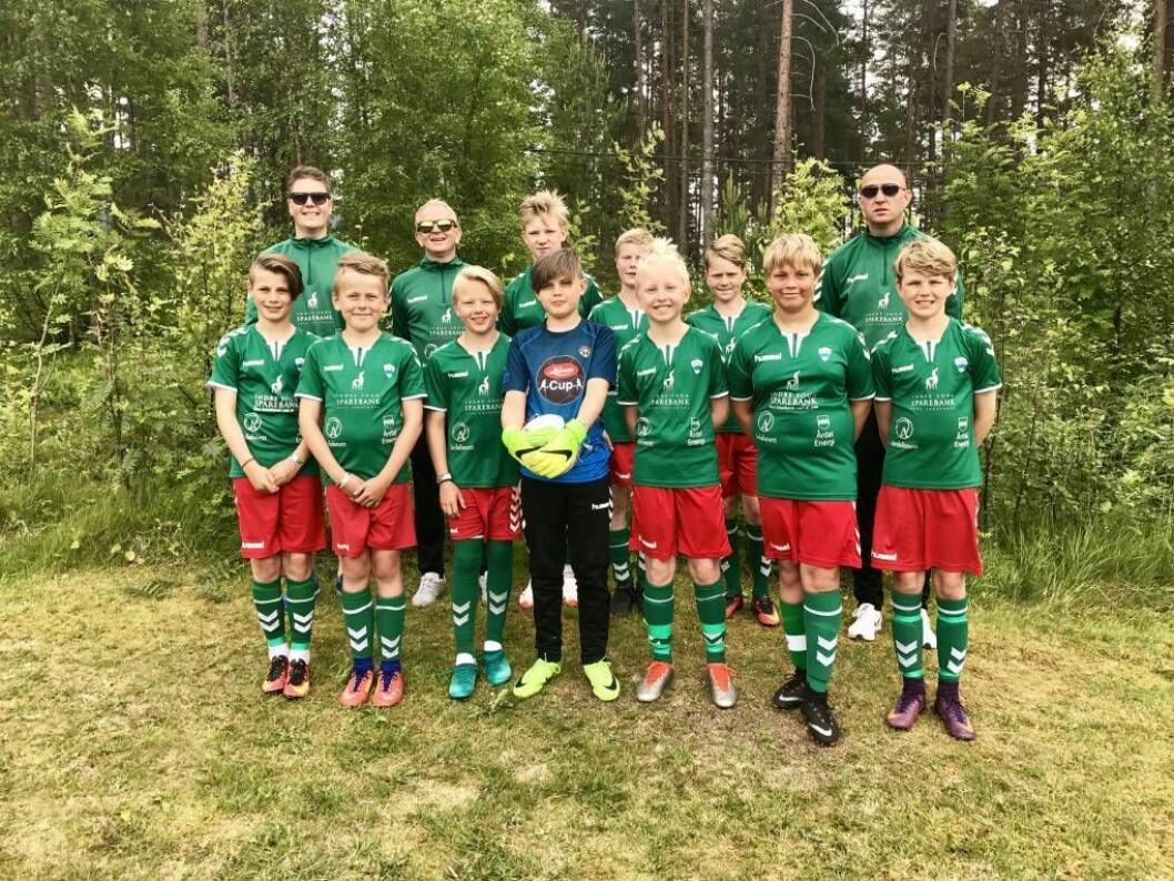 SJELDANT SYN: Jotun har med eitt lag i Lerum Cup. 2005-generasjonen har fått æra av å forsvare dei grøne fargane. Søndag speler dei kvartfinale i B-sluttspelet.