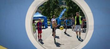 Yrande liv i aktivitetsparken under Lerum Cup