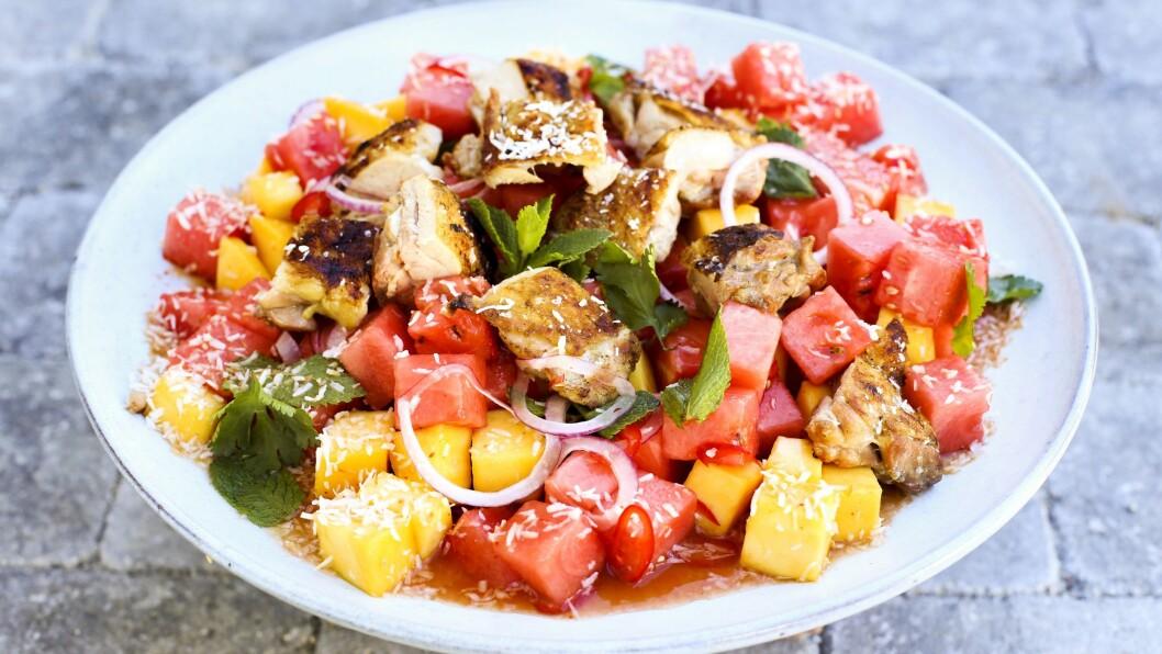 LETT OG GODT: Ein fargerik salat fristar på ein varm dag.