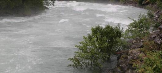 Uvêr herjar nord i fylket: Kan koma kraftig regn også i Sogn