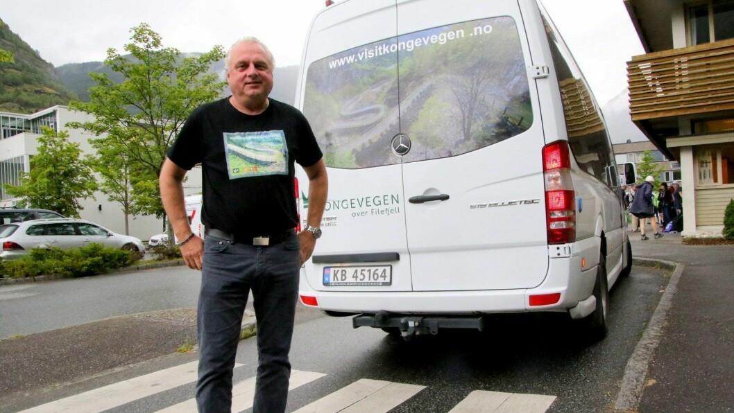 IKKJE NØGD: Jan Geir Solheim har klaga konkurrenten Aurland Taxi inn til fylkeskommunen.