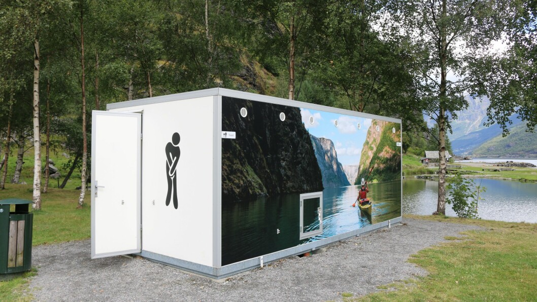 ANDLETLØFT: Toalettet ved badestranda i Flåm har fått seg eit realt andlretløft.