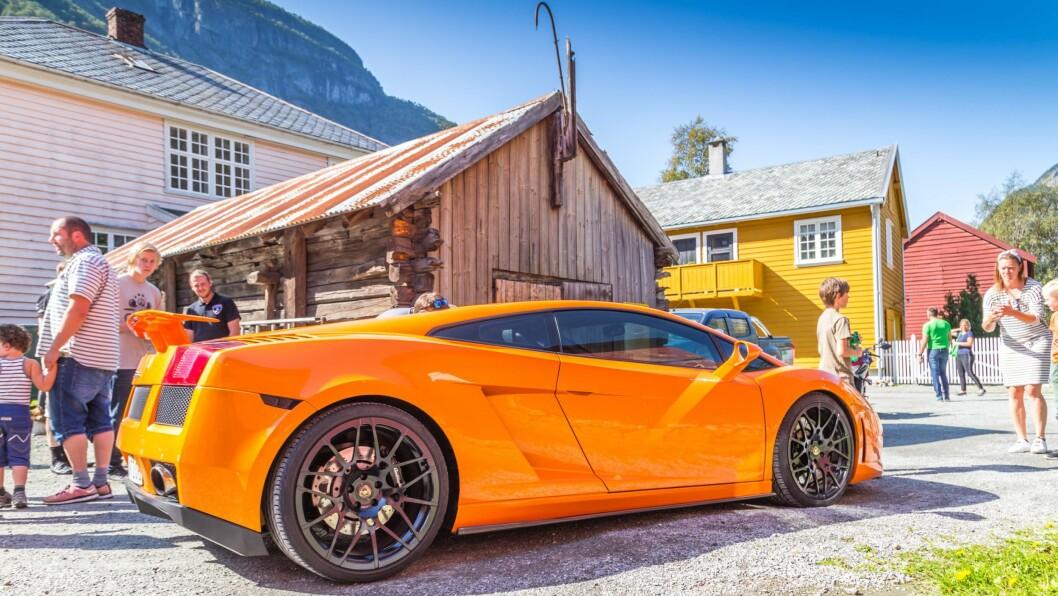 LAMBORGHINI GALLARDO:  Det var trangt i Kvammegården når alle Lamborghiniane hadde parkert.