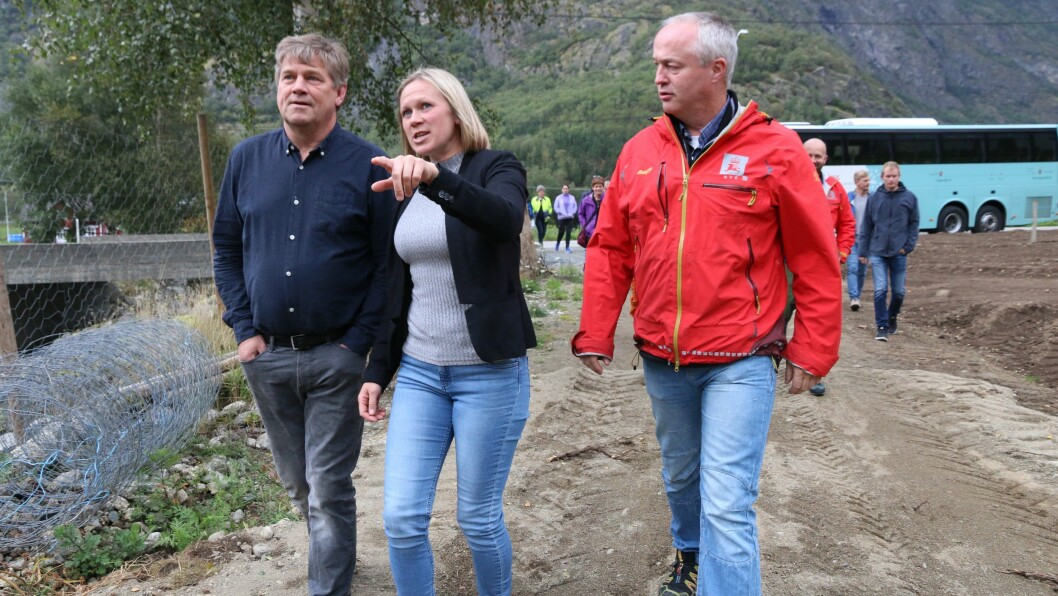 KLIMAENDRINGAR: Monika Lysne, arealplanleggar i Lærdal kommune, synte deltakarane på klimakonferansen korleis klimaendringane påverkar jobben hennar.