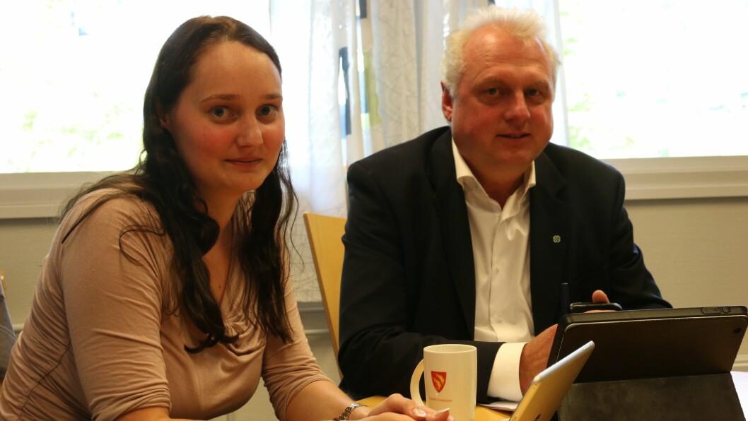 – UAKSEPTABELT: Gro Starheimsæter (Sp), Jan Geir Solheim (Sp) og resten av formannskapet i Lærdal var tydelege på at dagens løysing med skuleskyss i Lærdal ikkje er god nok.