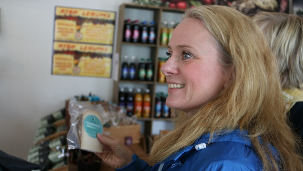 RETT SATSING: Arbeids- og sosialminister Anniken Hauglie meiner ei satsing på utsal av lokalmat som Smak av Sogn landhandel er rett veg å gå.