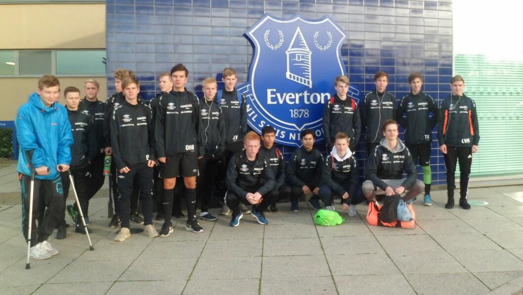 STOR OPPLEVING: For spelarane frå Sogndal, Voss, Vik og Stryn er det ei stor oppleving å få prøve seg mot tøff engelsk motstand. Tysdag møtte dei akademilaget til Everton.