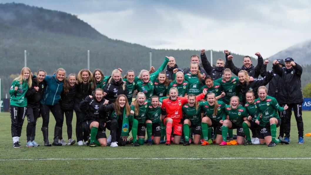 SERIEMEISTARAR: Kaupanger-damene vann 1-0 over Fyllingsdalen på heimebane. No ventar kvalifikasjonsrundar for opprykk til 1. divisjon.