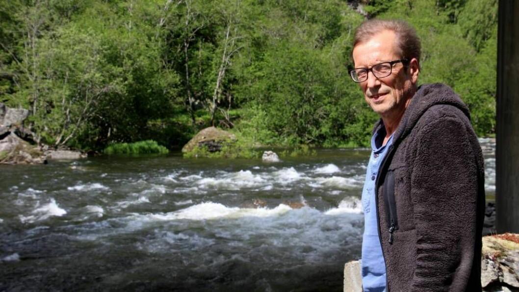 GÅR MOT FEIRING: Fisket i Lærdalselvi har ikkje vore det beste i 2017. For Lasse Sælthun i elveeigarlaget betyr det lite viss dei får beskjeden dei har venta på neste måndag.