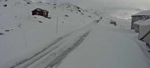 Kraftig vind og snø, men førebels er berre denne fjellovergangen stengt