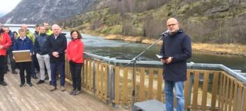 Miljø- og klimaministeren kom til Lærdal og kunngjorde at Lærdalselvi er friskmeld