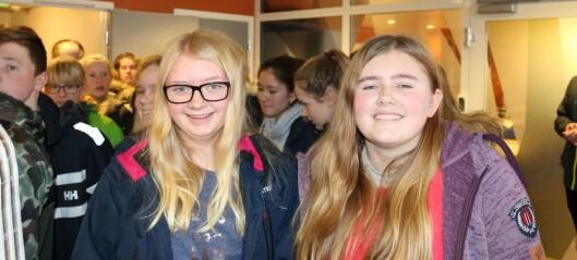 Ungdomsskuleelevar i Årdal lét seg fascinera av uvant type skodespel