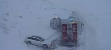 Lastebil og personbil har kollidert på Hemsedalsfjellet