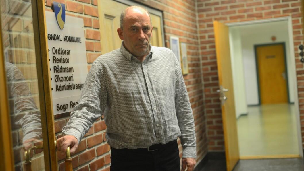 IKKJE NÅDIG: Ordførar Jarle Aarvoll i Sogndal meiner Sogn Avis har feilinformert lesarane og at redaktøren ikkje er objektiv når han skriv om barnevernet i kommunen.
