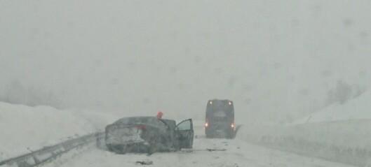 Trafikkulykke utanfor Frudalstunnelen, Sogndal. To menn er alvorleg skadde, to kvinner kritisk skadde