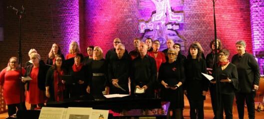 Årdal gospelkor er 25 år i år. Dei feirar jubileet med å syngja Elvis med tre kjende artistar