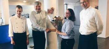 Hotellet i Sogndal fekk blomster og diplom for inkluderande arbeidsliv