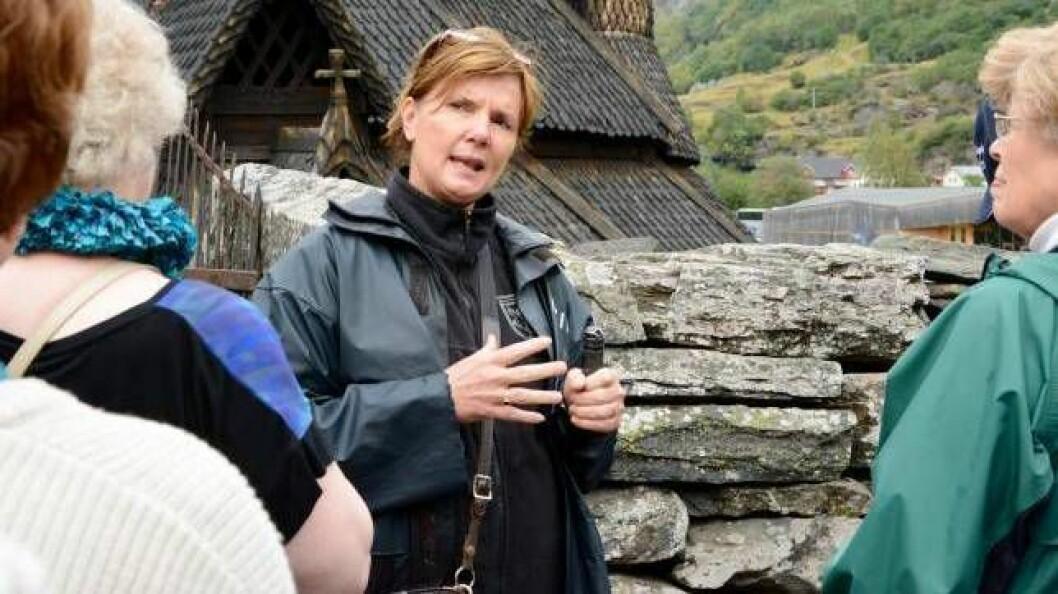 HASTAR: Tanna Gjeraker, dagleg leiar ved besøkssenteret til Borgund stavkyrkje, meiner det hastar å få opp nye toalett ved den historiske turistmagneten.