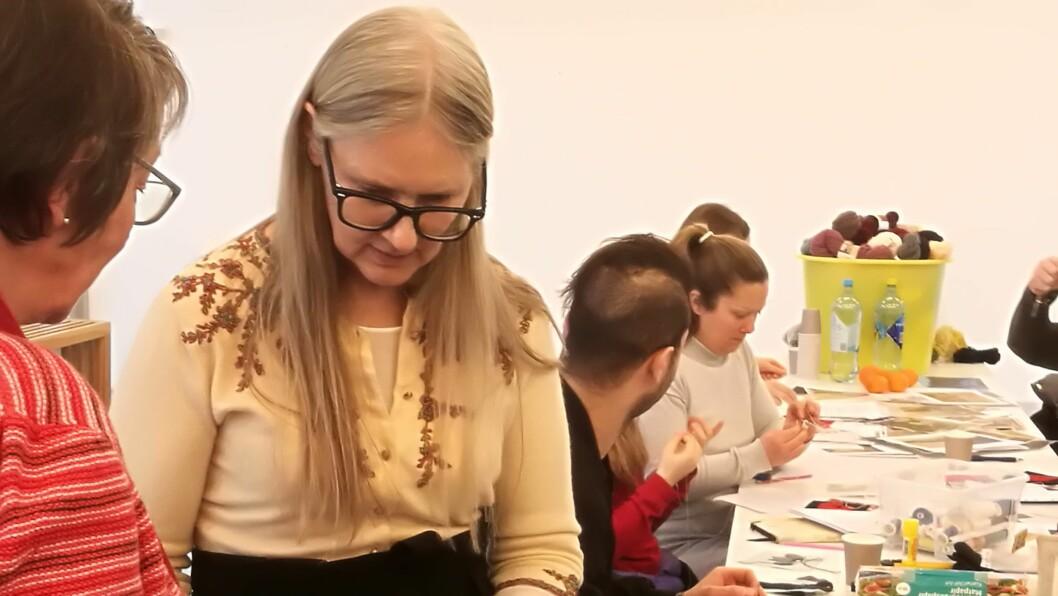 LÆRER AV DEI LOKALE: Michelle Lowe-Holder vil både lære og lære vekk ferdigheiter under besøket i Lærdal.