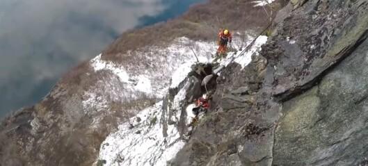 Sjå video: Her bruker dei ei luftpute til å reinska fjellsida