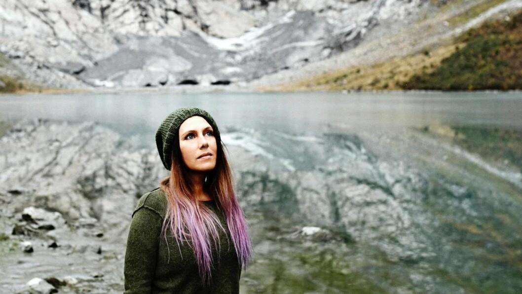 HEIMLEGE TRAKTER: Frøydis Geithus bur i Oslo, men reiser mykje i jobben som fotograf. Favorittmotiva finn ho derimot heime i Sogn.