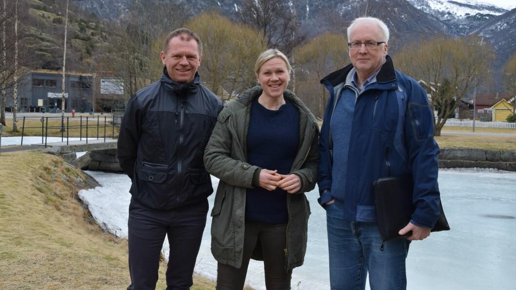 MØTE OM FRAMTIDA: Denne trioen inviterer til møte for å diskutera framtida til Lærdal. Frå venstre: Dagleg leiar Arve Tokvam i Lærdal Næringsutvikling, arealplanleggjar Monika Lysne i Lærdal kommune, leiar Hallvard Thomassen iLærdal Næringssamksipnad.