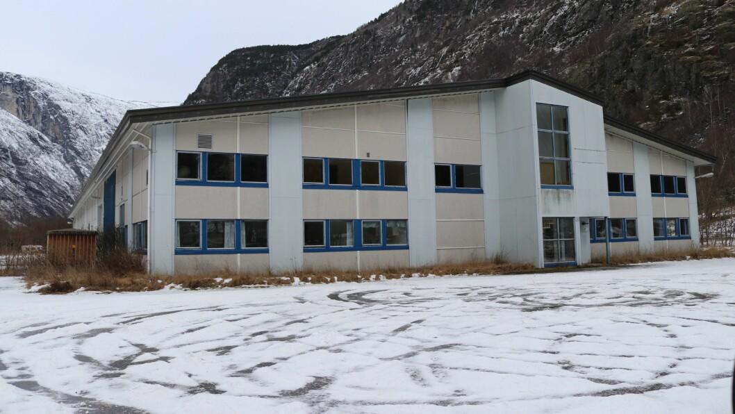 TREKK SEG UT: Den kinesiske interessa for dette gamle  industribygget i Vassbygdi kjølna etter det varsla avgiftshoppet i el-avgifta.