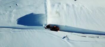 Sjå dronebilete frå snøryddinga på Sognefjellet
