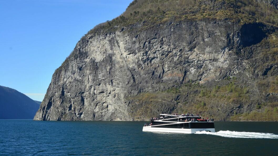 FÅR SELSKAP: Vision og Future of the Fjords får no selskap av ein tredje batterikatamaran i rekka.