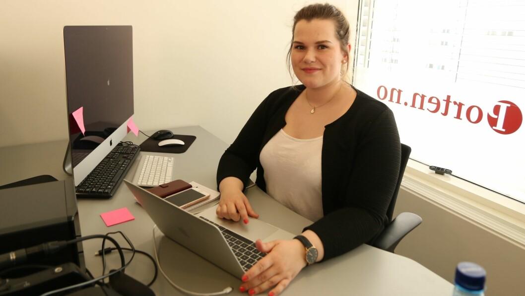 NY JOURNALIST: Synniva Knutsen (23) jobbar frå redaksjonen til Porten.no på Årdalssenteret. Hovudansvaret hennar er å dekka kommunane Årdal, Lærdal og Aurland.