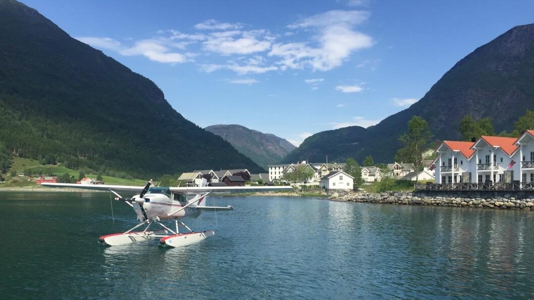 SJØFLY: Sjøflyet på plass i Skjolden for å tilby turar til både cruisepassasjerar og andre turistar.