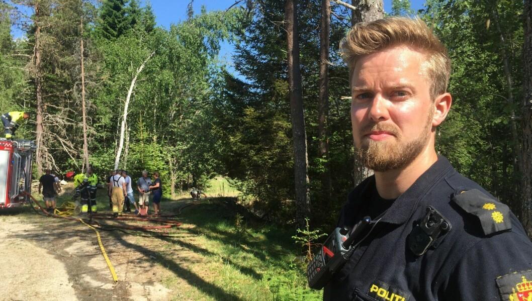 VIL HA TIPS: Lensmannsbetjent Simen Brænd seier politiet ønskjer tips frå publikum som kan ha sett folk eller bilar i området i tida rundt dei tre brannane.