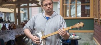 Sogningen lagar gitarar av sigarboksar og hermetikk