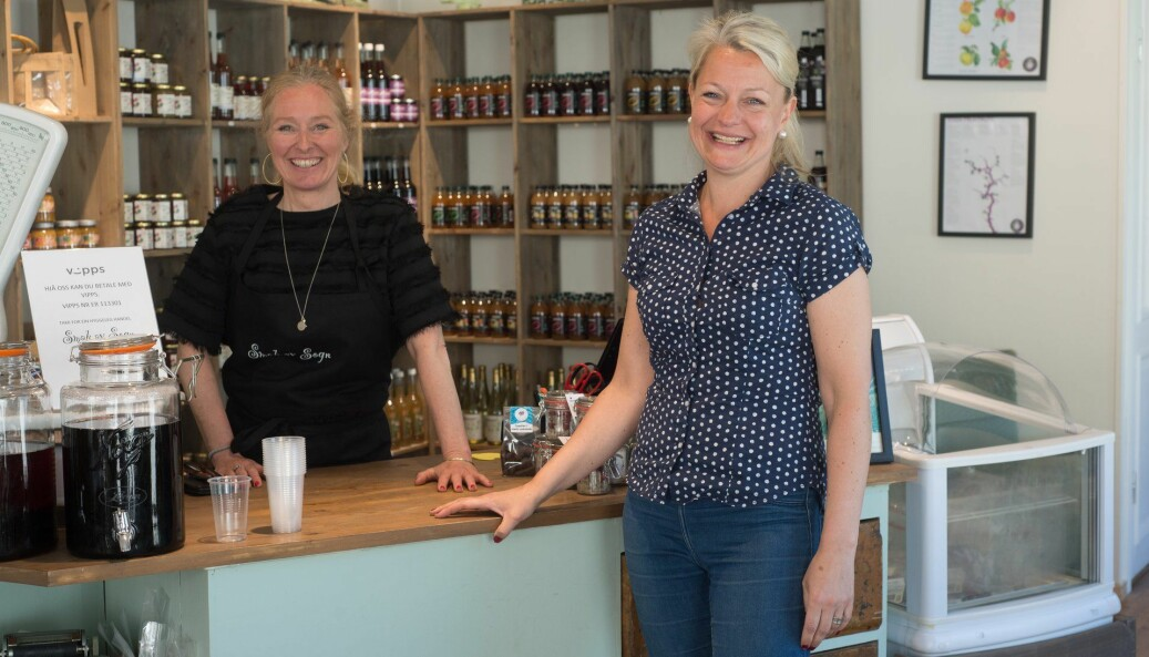NÆRING: Helene Maristuen (t.h) gler seg stort til handelsdagen i Lærdal den 25. september. Ho trur det vil gjere godt for dei lokale bedriftene.