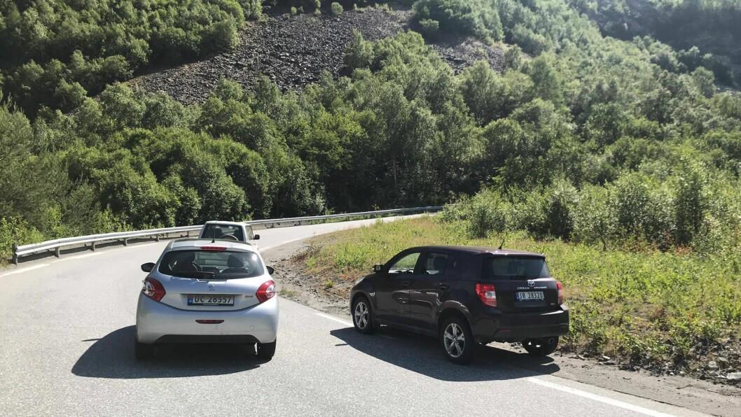 STENGT: Vegen opp frå Øvre Årdal var stengt i rundt to timar etter ulukka.