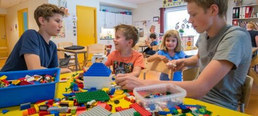 Sommarjobben deira: Å leika med ungane i barnehagen