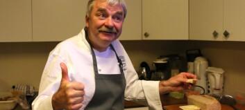 Under ein visitt til Lærdal testa TV-kokk Frode Aga Lærdalsbrødet