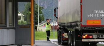 Utanlandsk tungbilsjåfør meldt til politiet for grovt brot på lastesikring: – Kunne sjå at det var noko gale