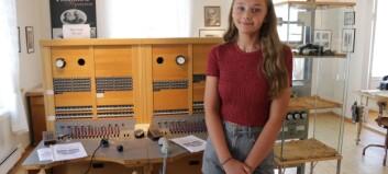 Sommarjobben: Anna (13) styrar det historiske Post- og telemuseet i Lærdal