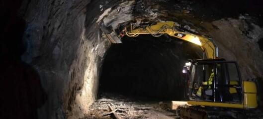 Framskundar utreinsking av Fjærlandstunnelen etter hyppige stengingar