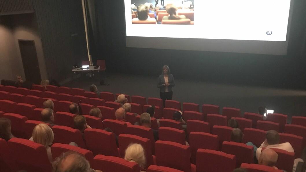 HELDT MØTE: Hydro og fabrikksjef Wenche Eldegard heldt informasjonsmøte om utsleppa på Årdalstangen.