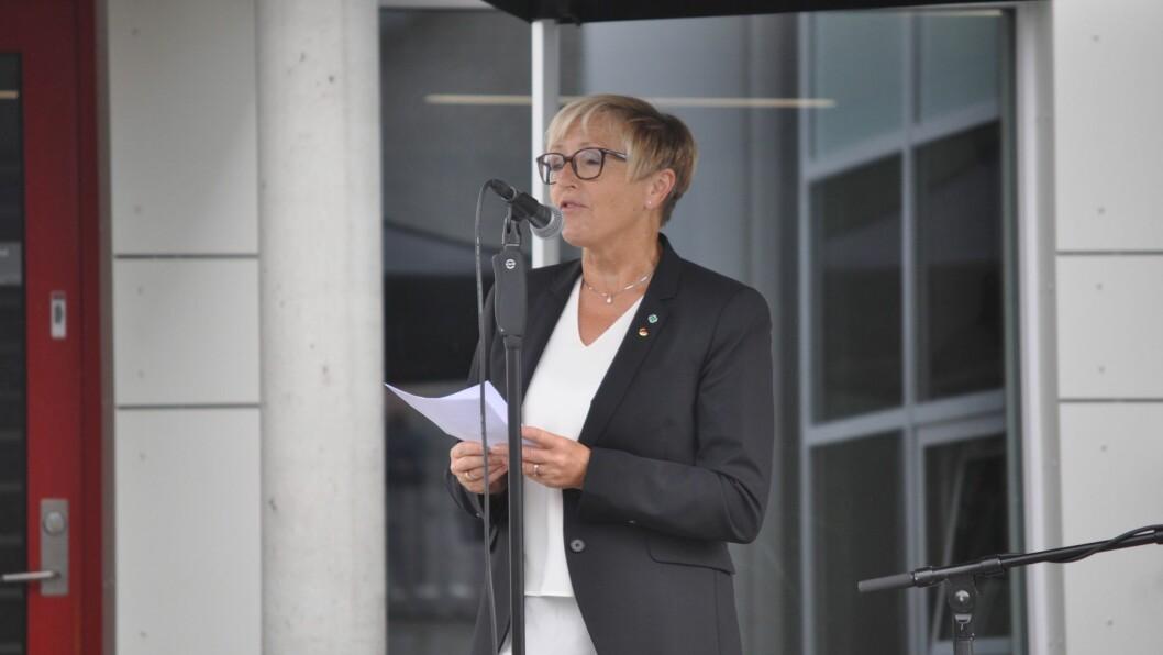 DIKT: Liv Signe Navarsete fekk mykje godord for talen ho heldt på rim.