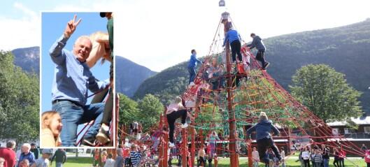 Ordføraren klatra til topps på opninga av den nye klatreparken: Sjå video