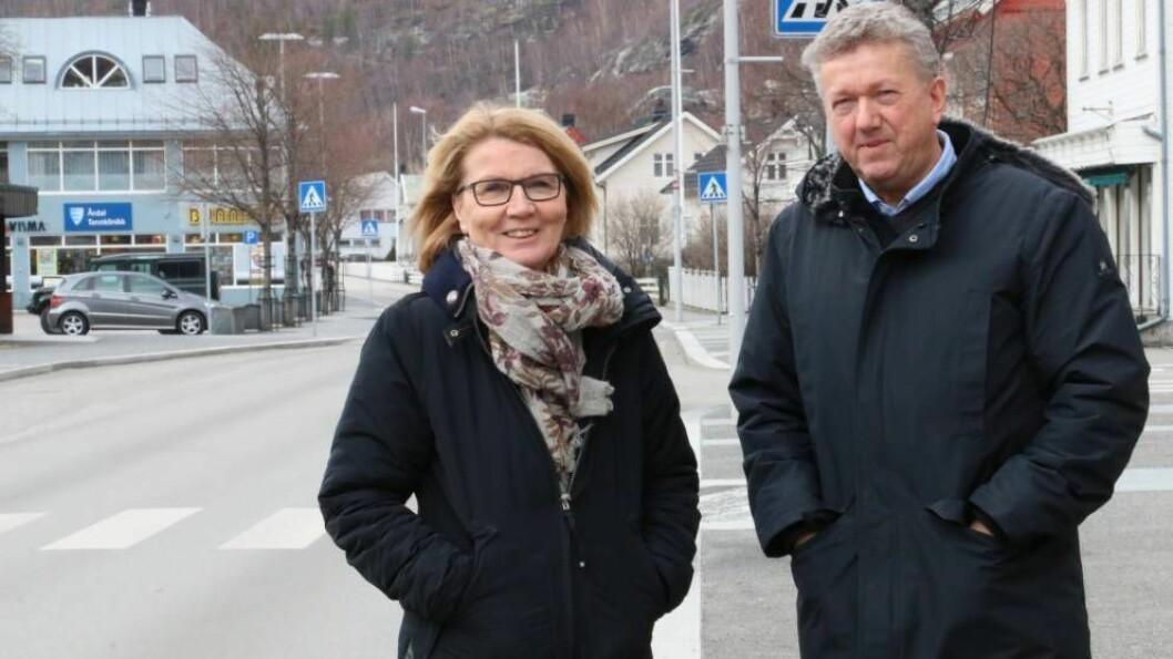 ÅTTEDOBLA KAPITAL: Storevegen 28 Holding AS hadde 30.000kr i aksjekapital i januar, i august registrerte dei ny kapital på 240.000kr. På biletet: Greta Mari Steinheim og Ole Vidar Øren.