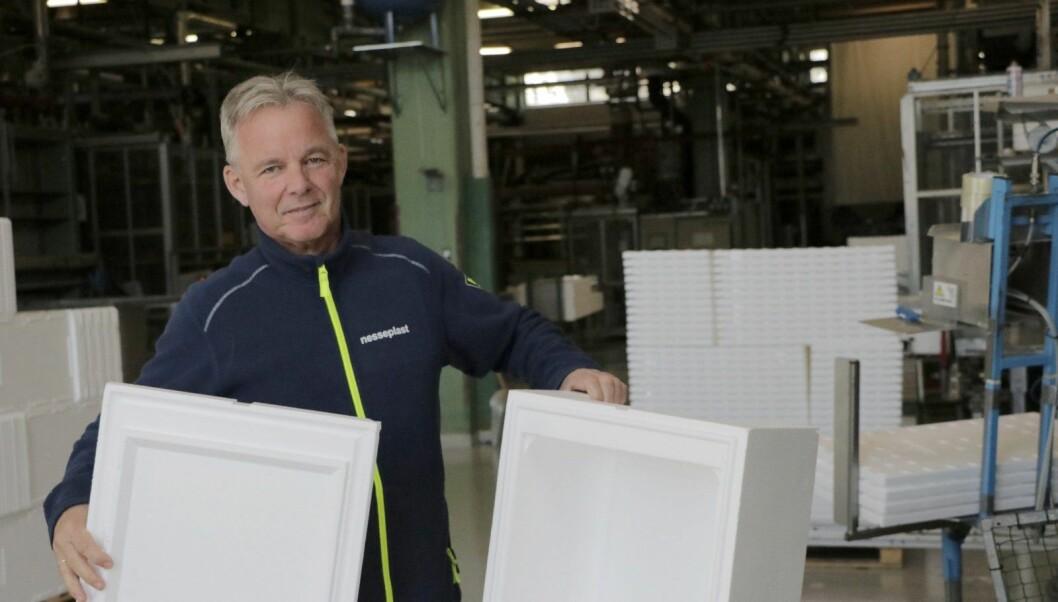 FLAGGAR UT: Nesseplast omset for 140 millionar i 2019. Frå no av skattar dei til Høyanger. På biletet dagleg leiar Erling Nesse.