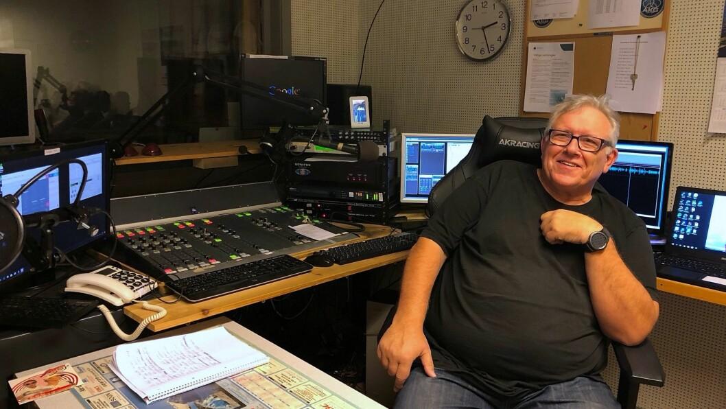 RØYND: Finn Skare har jobba i nærradioen i 32 år, og der trivest han godt.