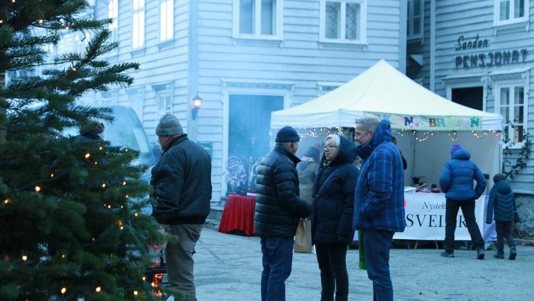 KALDT: Trass fem kuldegrader møtte mange opp på julemarknaden på Gamle Lærdalsøyri.